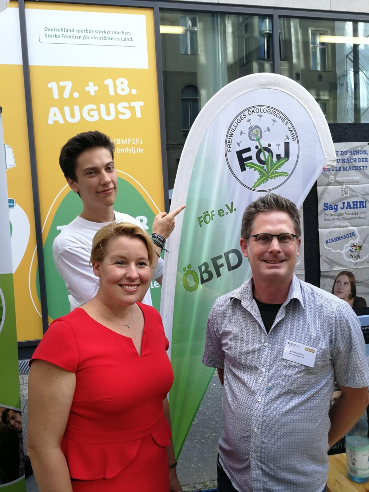 Dr. Franziska Giffey (Bundesministerin für Familie, Senioren, Frauen und Jugend), Arne Mensching (stellv. Vorsitzender FÖF e.V.)